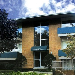 Laurel Pines Apartments